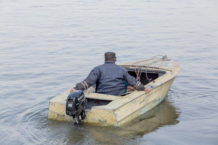 Баржа столкнулась с двумя лодками в Томской области, пострадавших нет