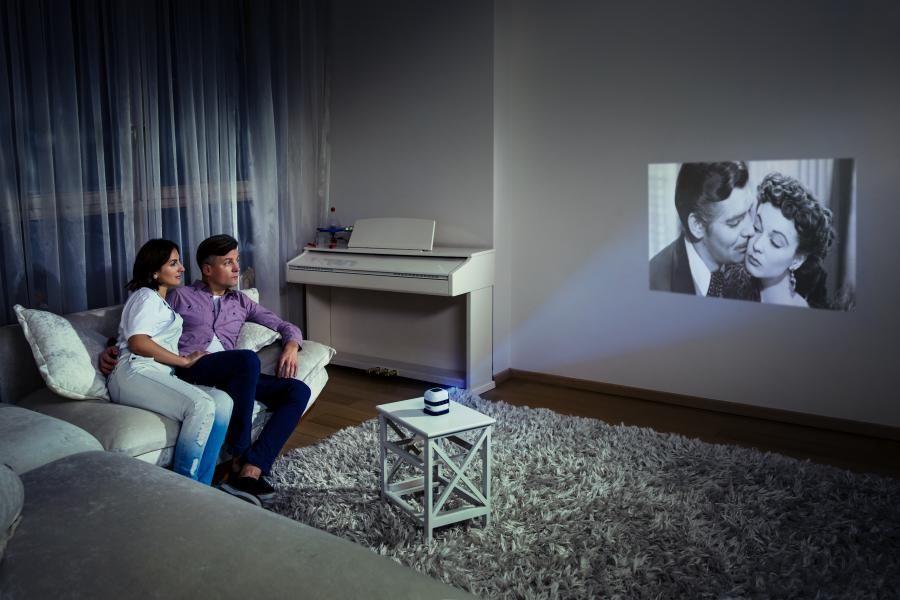 Смотри телевизор впоходе: МегаФон.ТВ появился напортативных кинопроекторах
