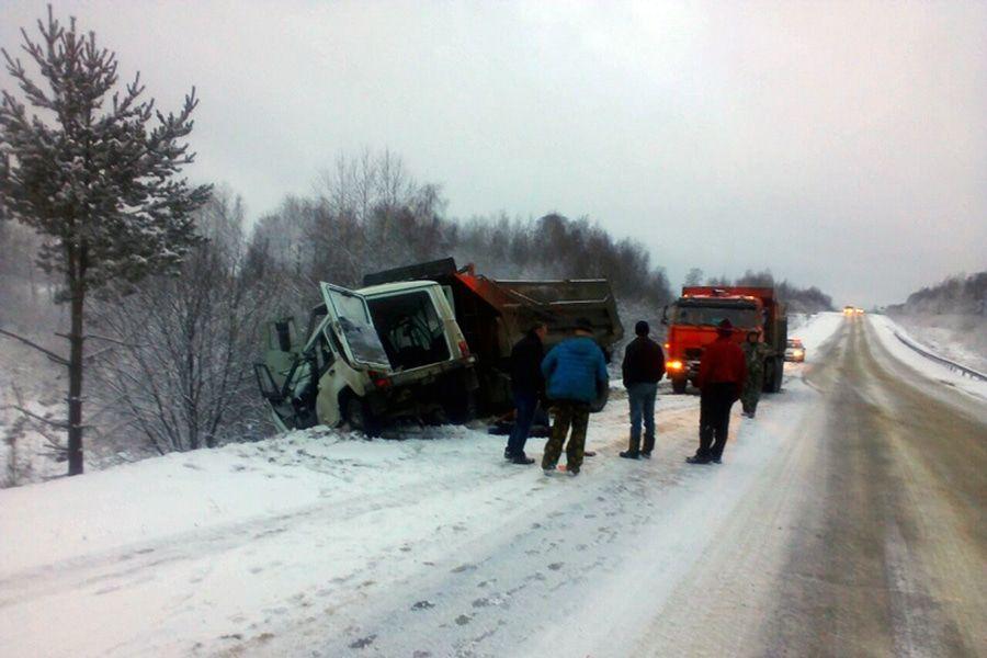 Два человека погибли вДТП натрассе под Томском