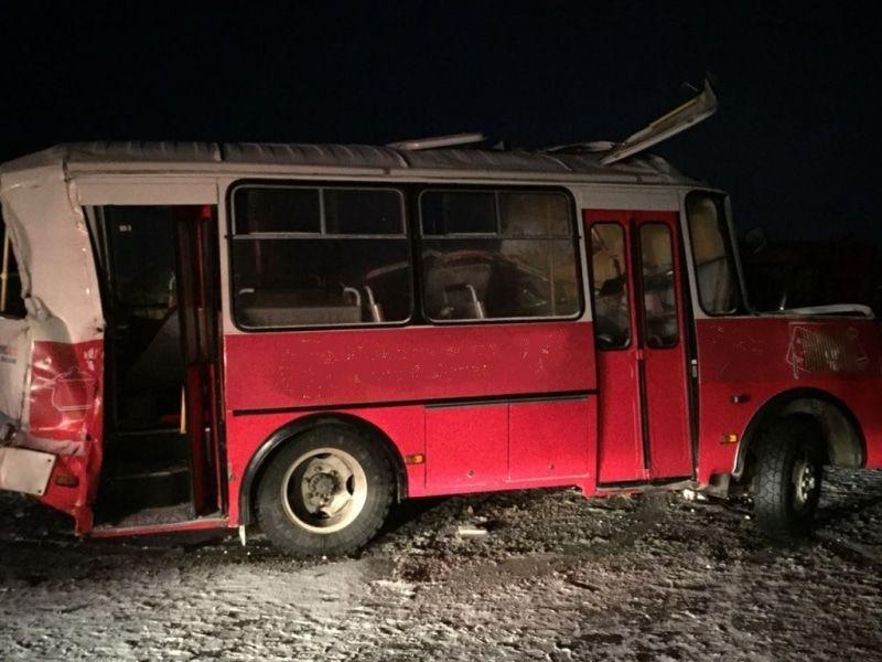 Шофёр автобуса умер вДТП с грузовым автомобилем натрассе вТомской области