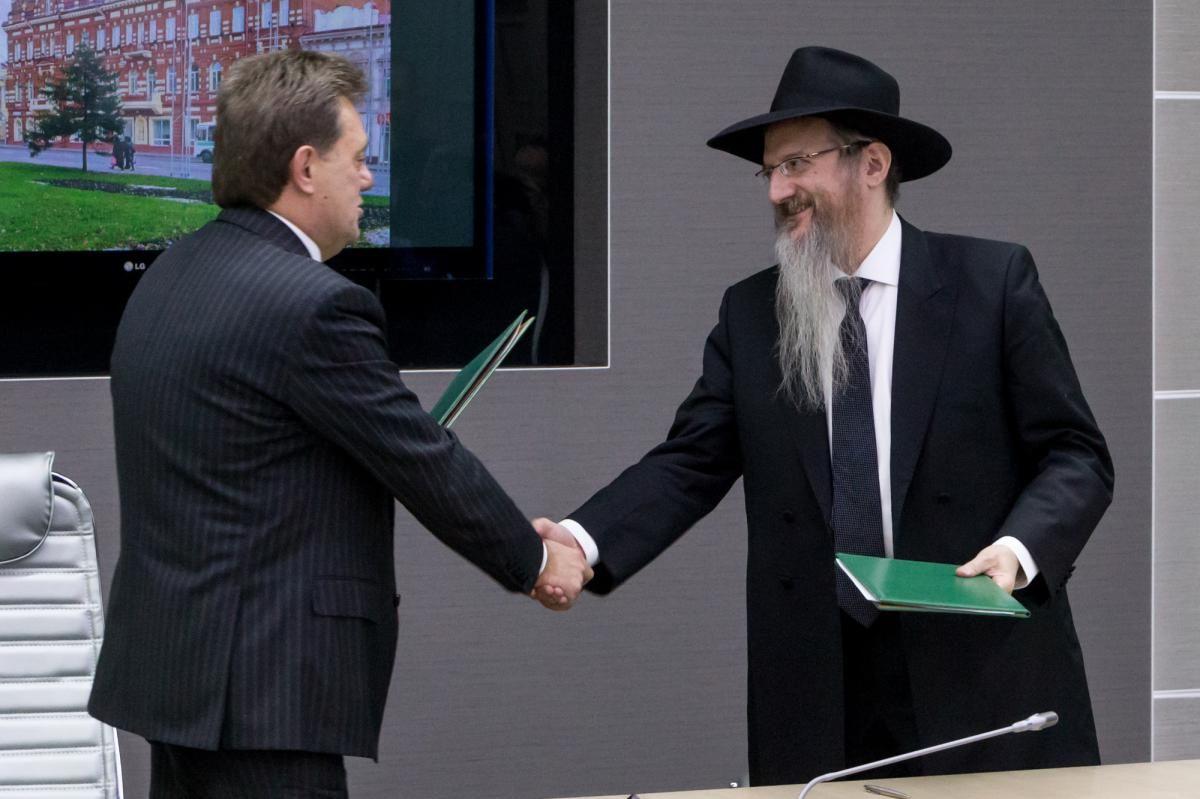Ключи от единственной синагоги из дерева передали главному раввину РФ