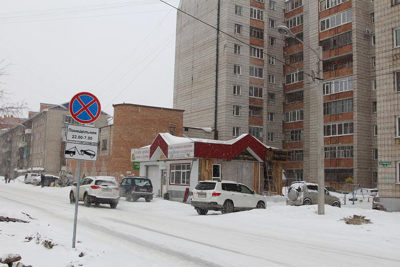 В Томске на Тверской сносят незаконный магазин