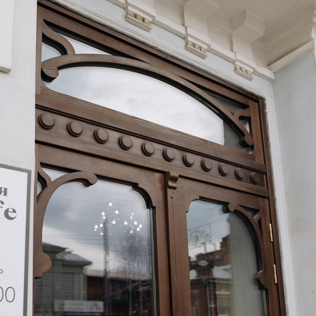 Архитектура и дизайн, Город, Еда, Исторический центр, Томские новости, город новая дверь исторические здания восстановили починили отремонтировали Владельцы томского кафе отреставрировали дверь в старинном особняке Флеера