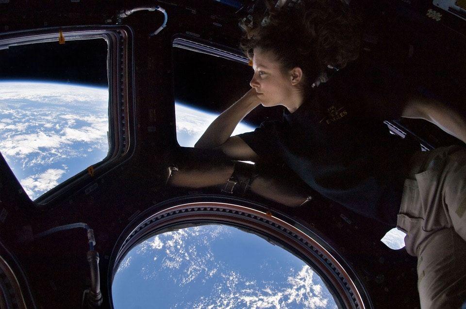 Космонавты починят иллюминаторы наМКС при помощи нанопокрытия, разработанного вТомске