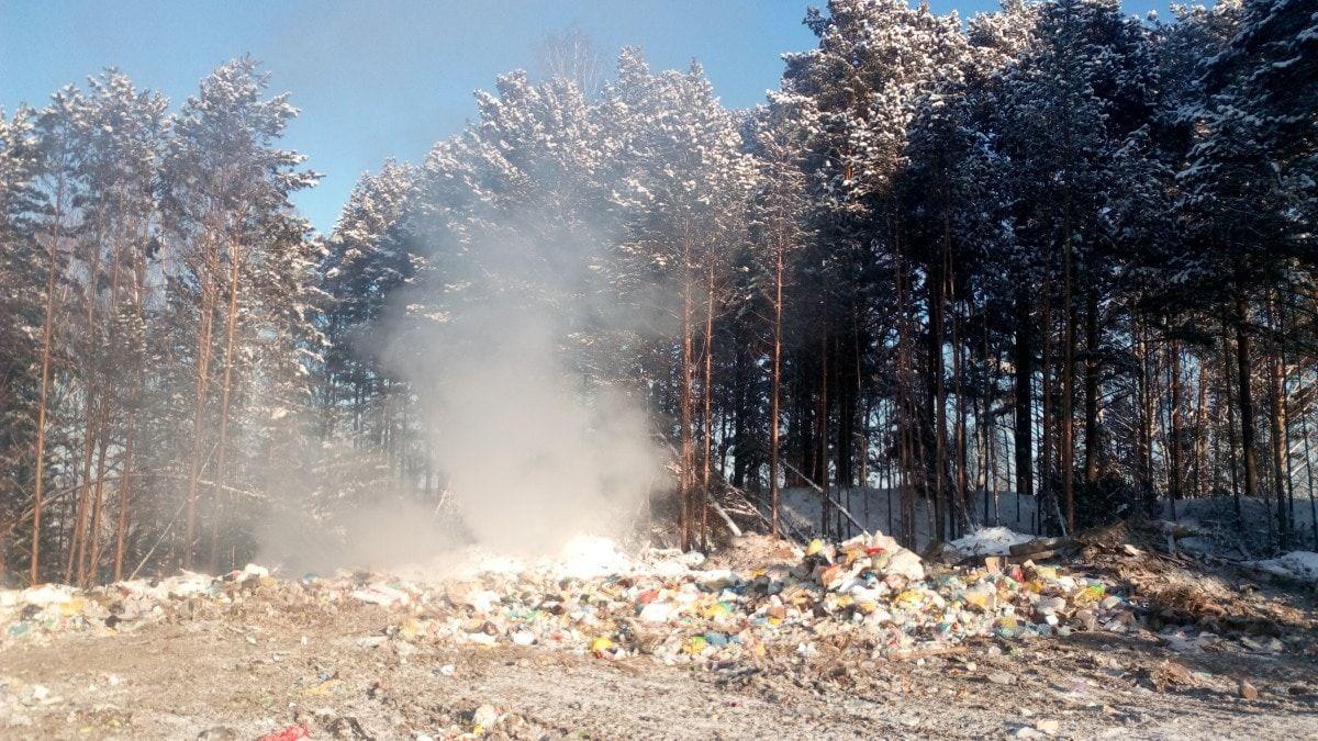 Прокуратура потребовала ликвидировать тлеющую свалку в Томском районе