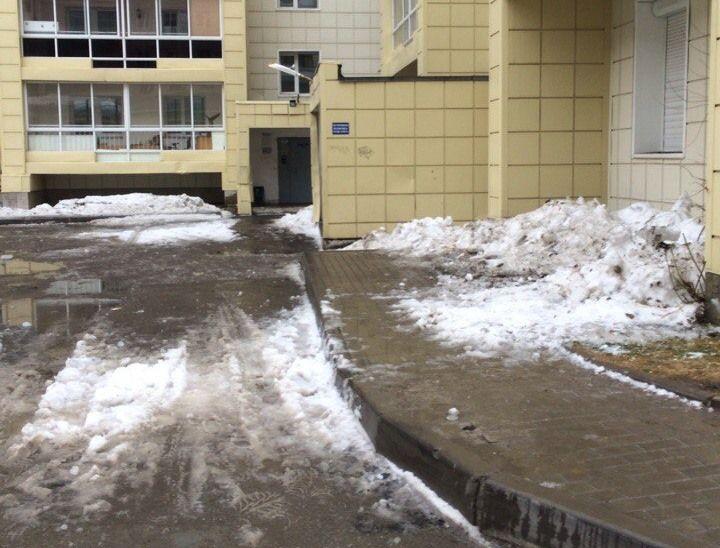 ВТомске снег скрыши достаточно серьезно травмировал пенсионерку