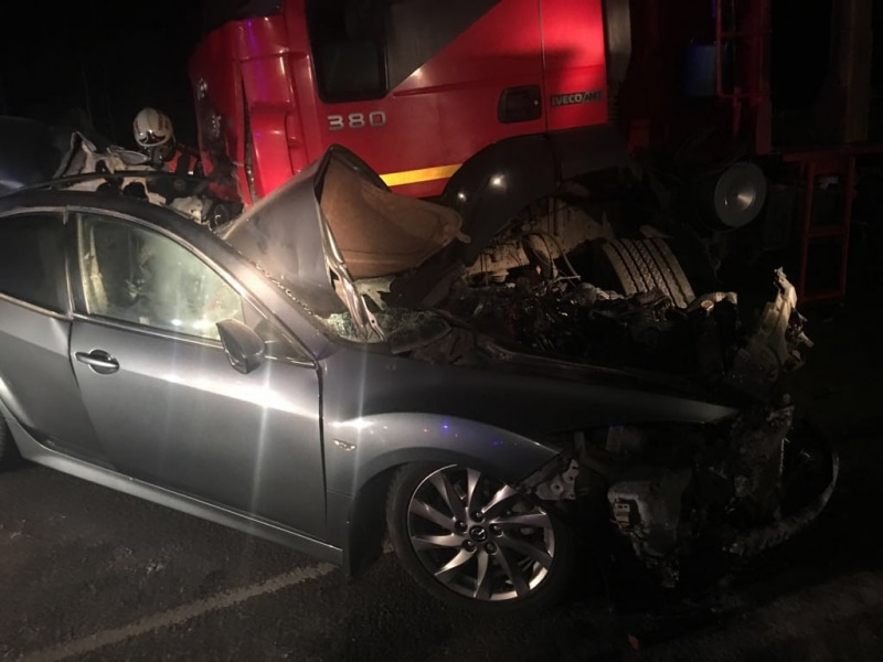 Два человека погибли при столкновении иномарки с фургоном вТомске