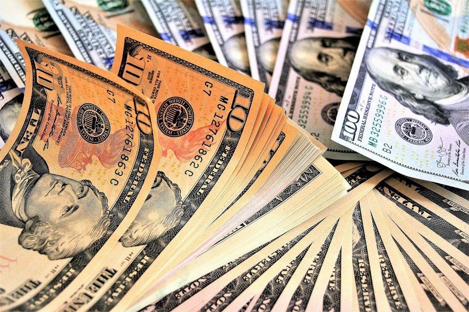 Двое граждан Томска нелегально вывели зарубеж неменее $150 тыс